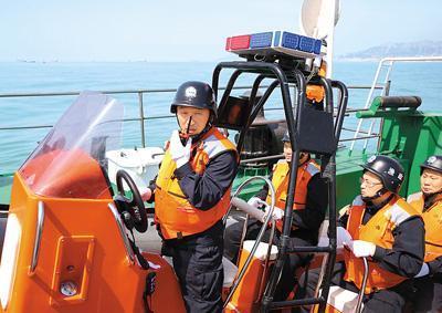 """中国海警局与农业极速5分排列3部联合开展""""亮剑2020""""海洋伏季休渔专项执法行动"""