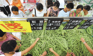 海南省农科院携手企业向贫困村赠豇豆种子