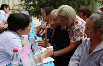 郑州登封市林业局开展扶贫送科技下乡活动